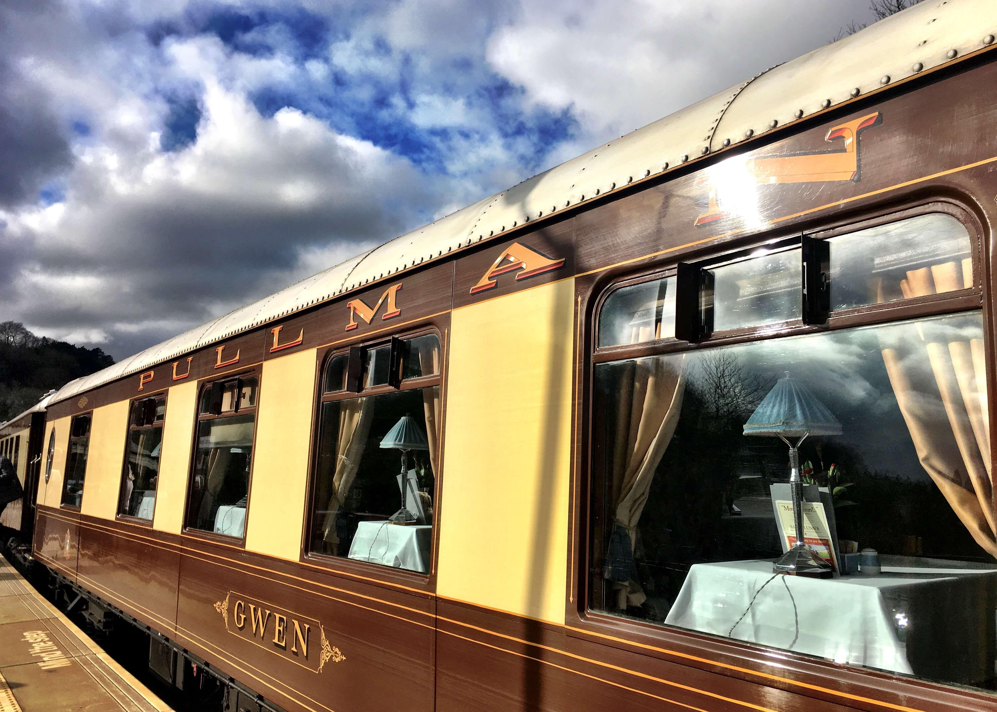 Eine Zugfahrt im Belmond British Pullman