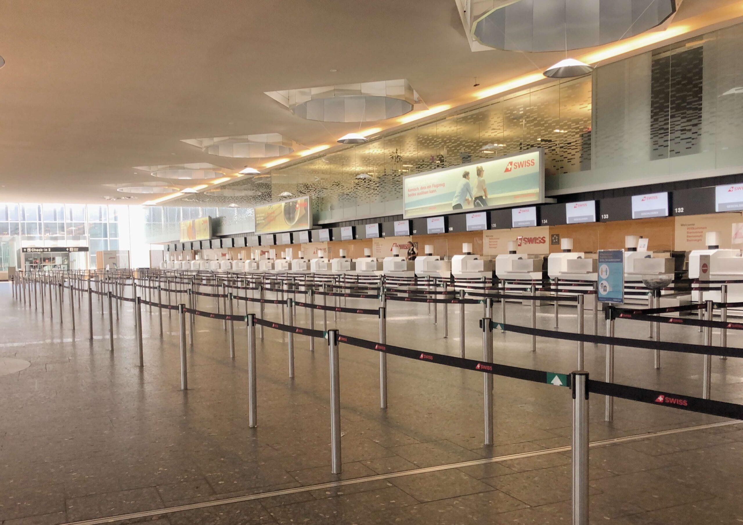 Reisen nach Lockdown leere Abflughalle Airport Zürich